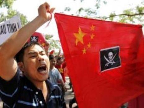 中国雲南省・河口市との国境の街ラオカイに来ています