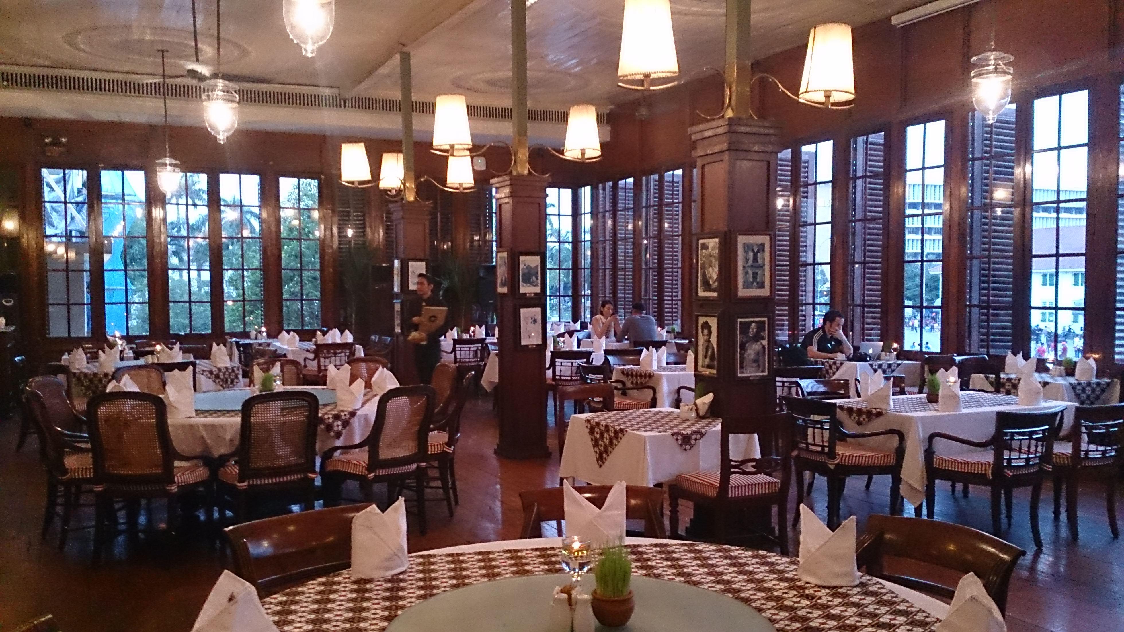 カフェ・バタビアで中世バタビアの上流階級の優雅な生活を偲ぶ