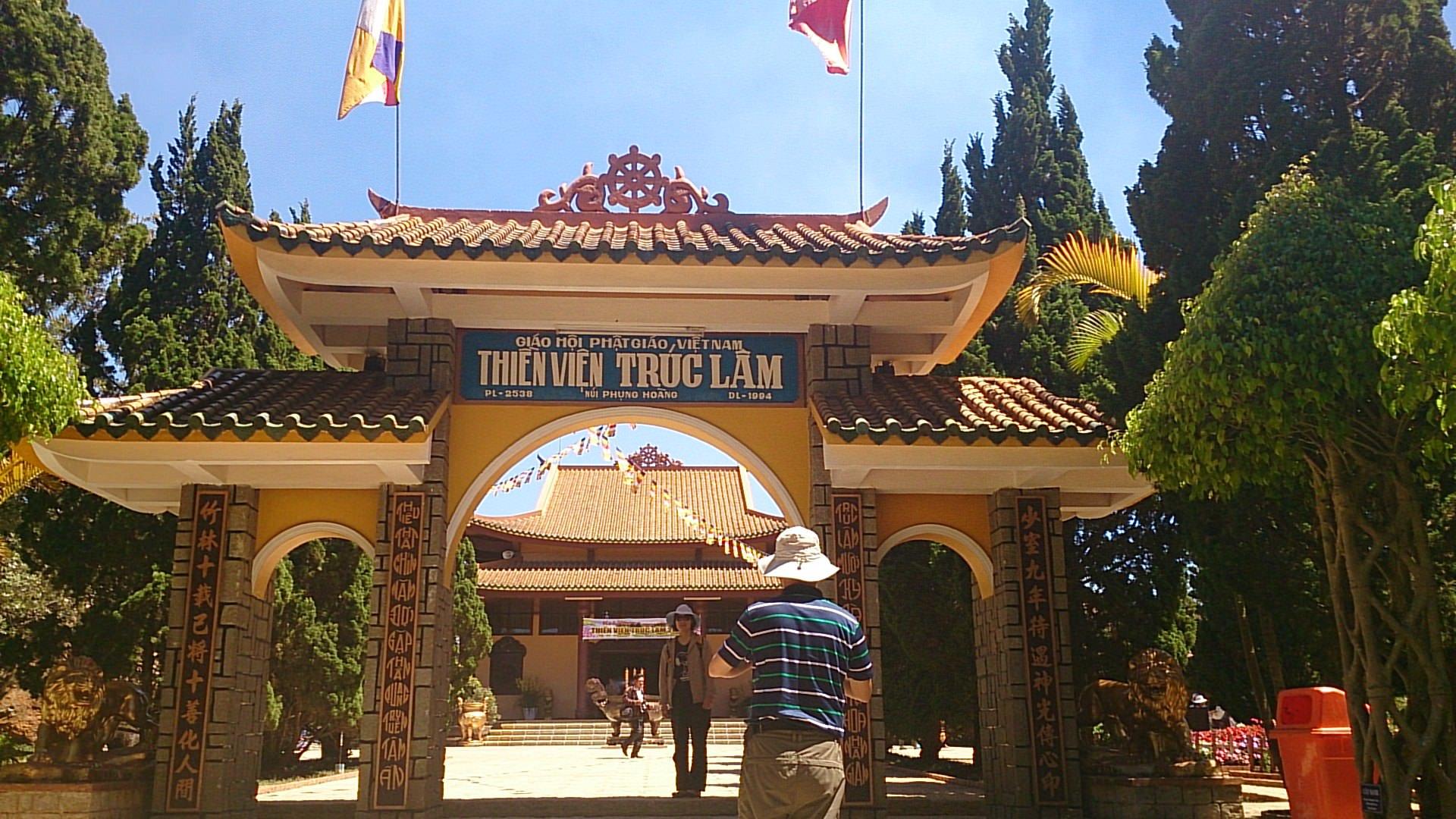 ケーブルカーに乗って自然溢れる竹林禅寺とダタンラ滝へ
