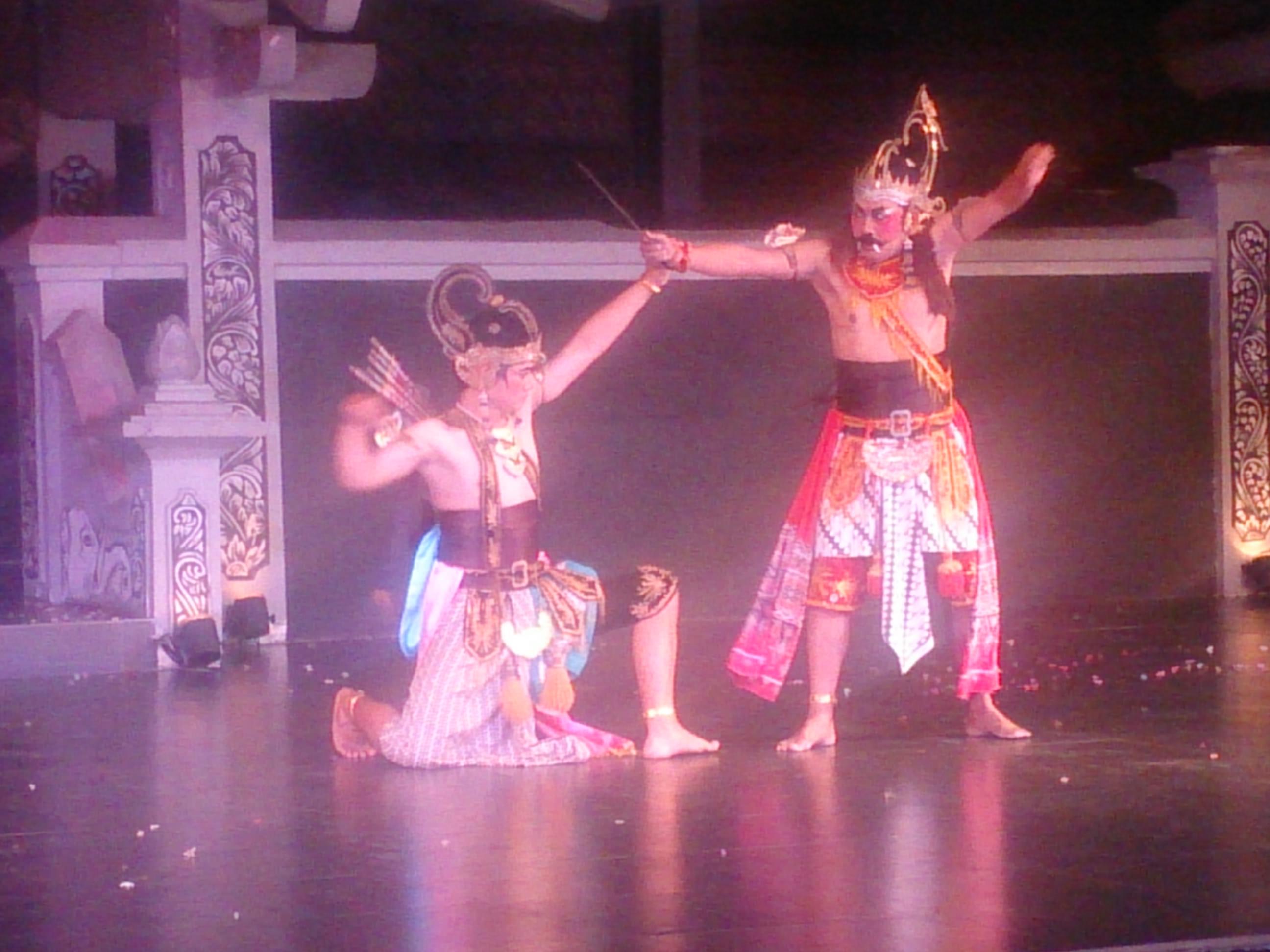 プラウィサタ劇場でのラーマーヤナ舞踊劇