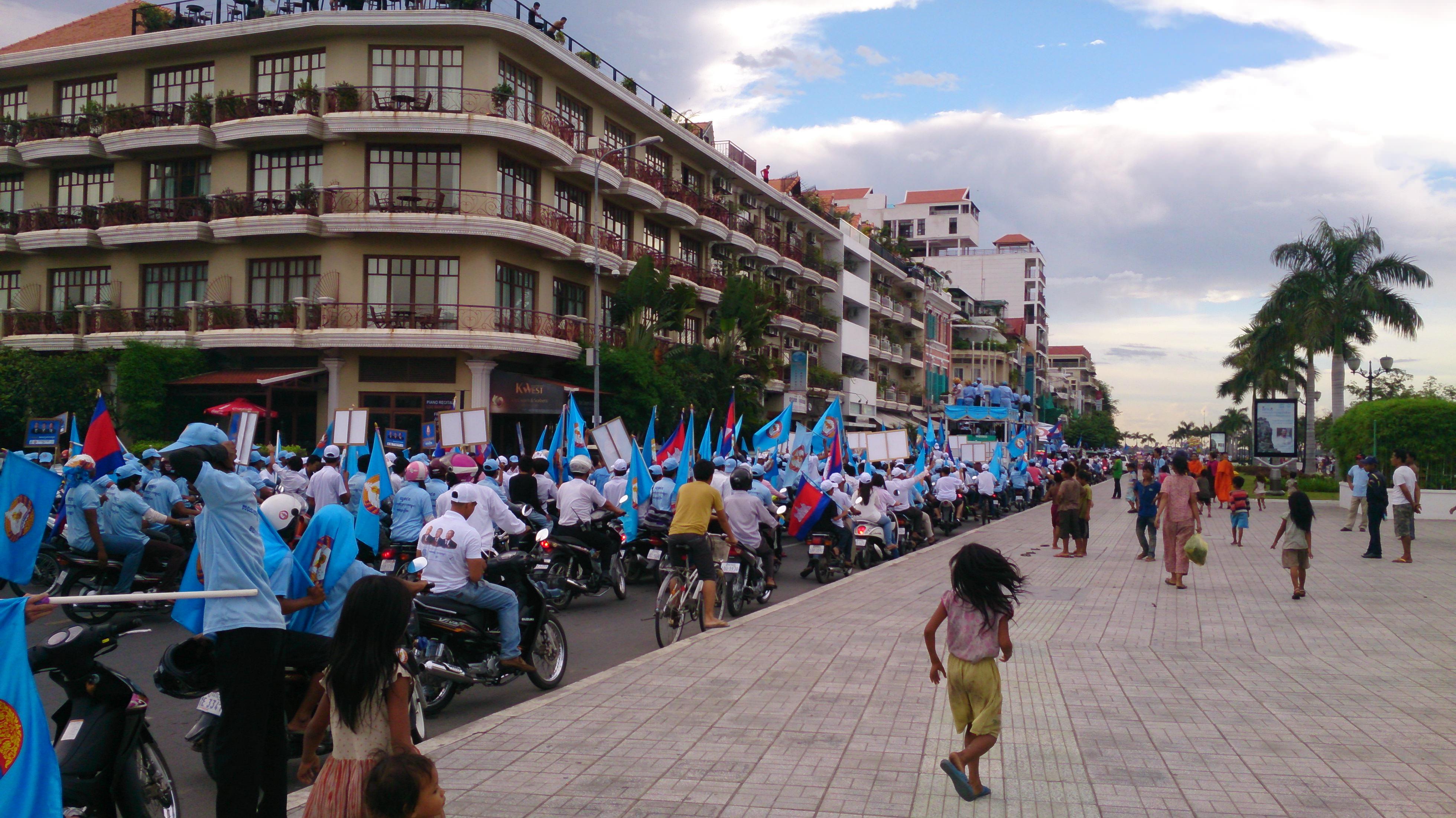 カンボジア人民党の街宣活動