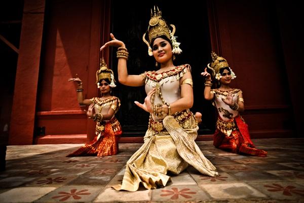 Plae Pakaa(カンボジア古典舞踊ショー)
