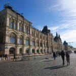 モスクワのニコルスカヤ通りとグム百貨店