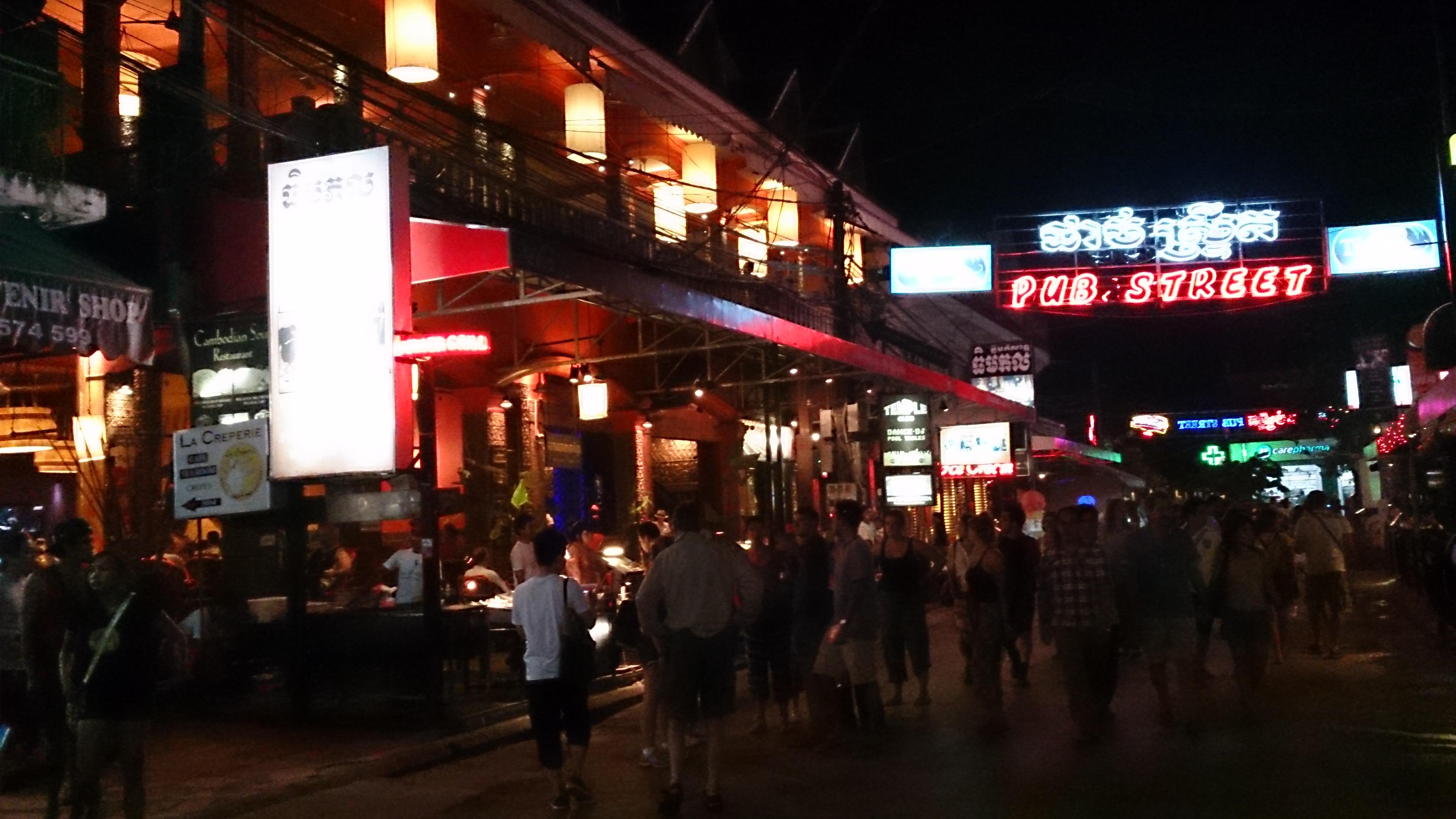 シエムリアップのパブストリートと夜市