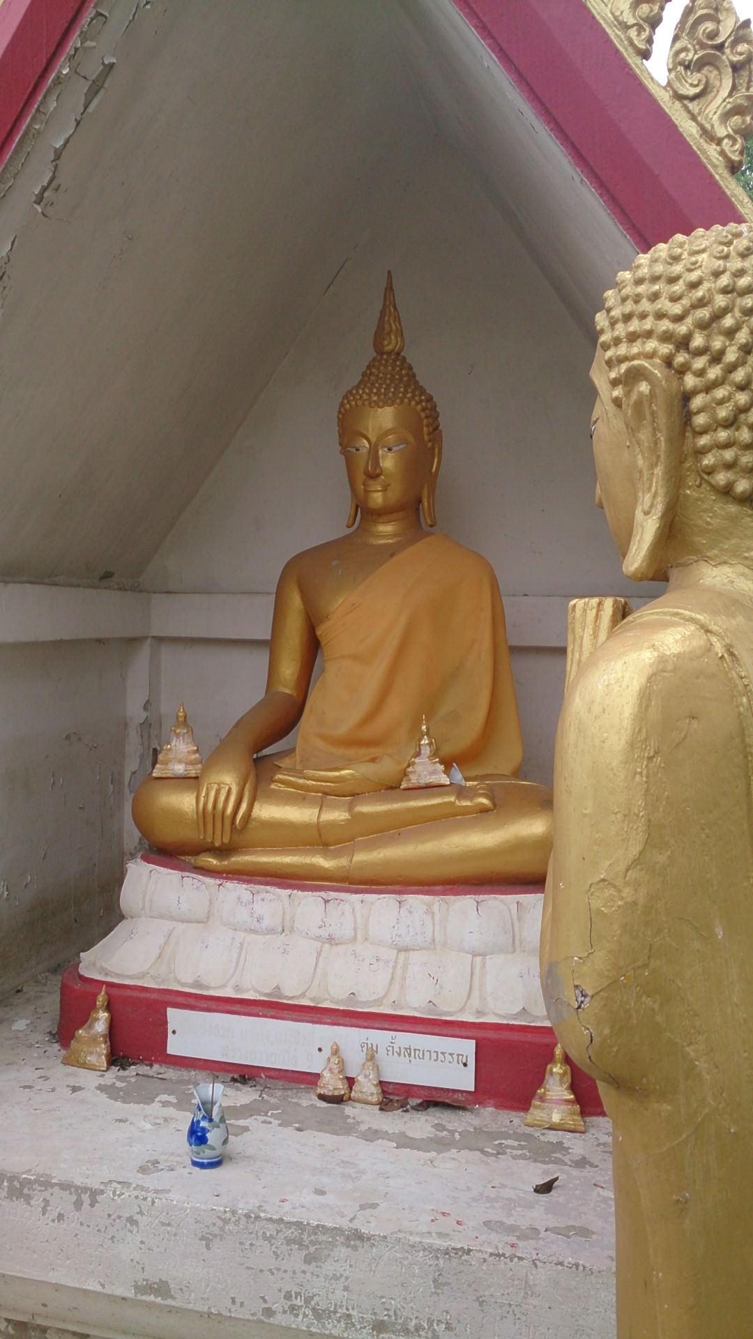 無人寺とタイのハッピーイエロ―マンデー