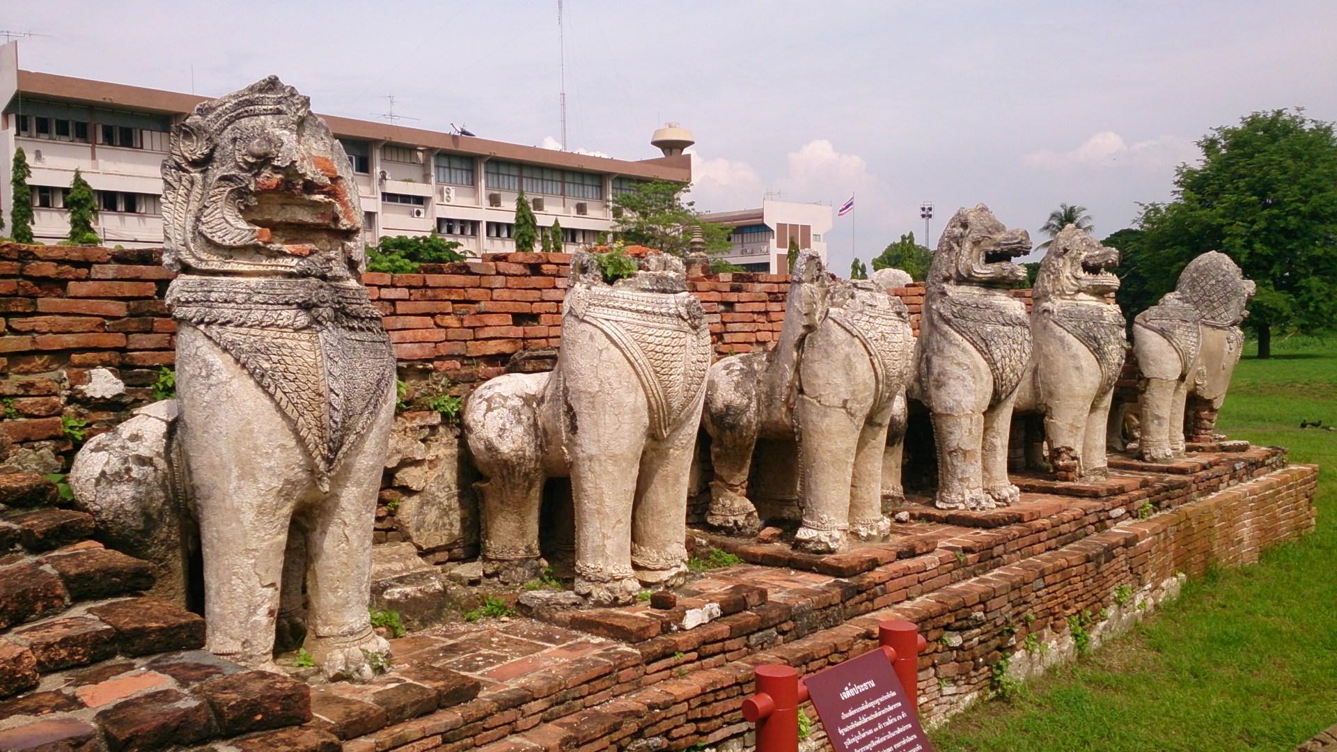 巨大な仏像の顔面に仏陀の方舟に… ワット・タミカラート