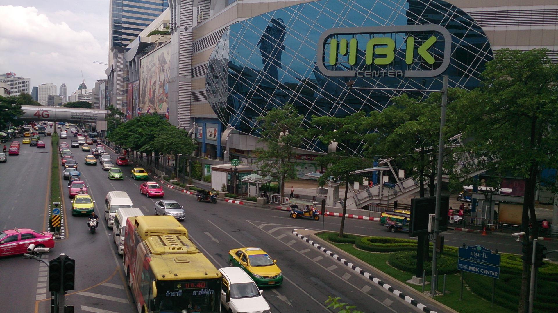 ヒトとモノが溢れる庶民派巨大マーケット MBKセンター