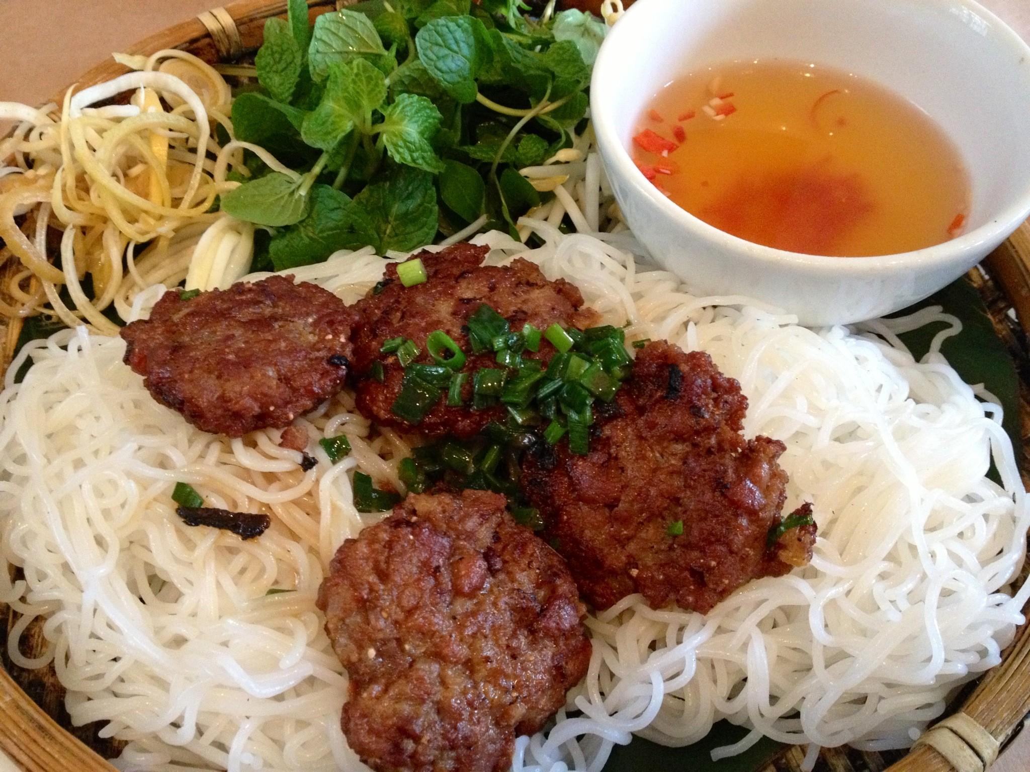 ベトナムの庶民料理が集結する屋台村 ニャーハンゴン