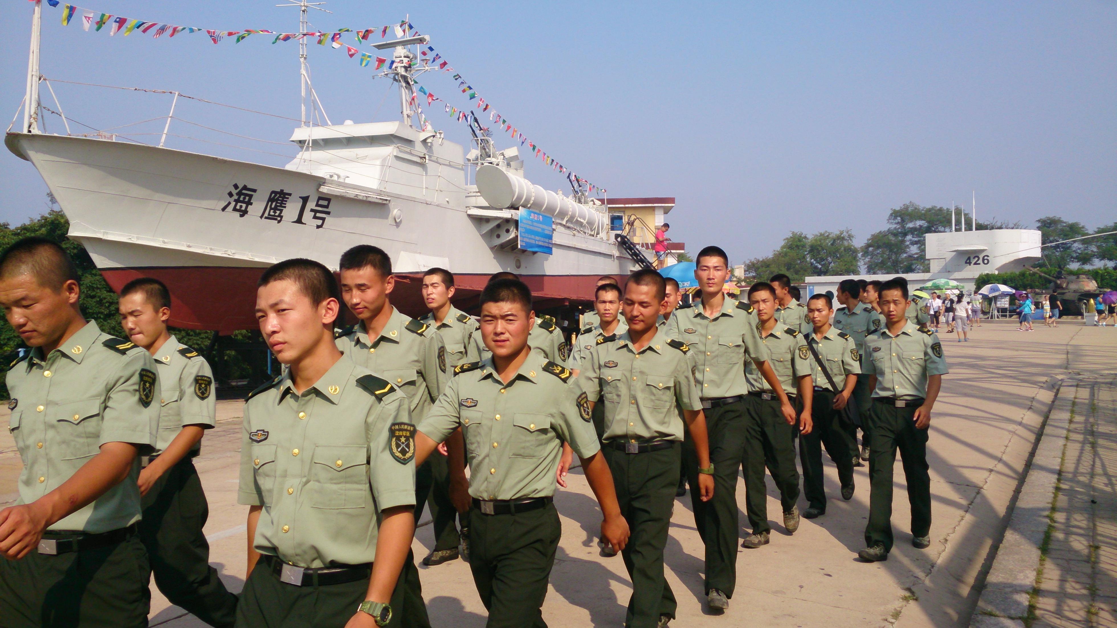 白玉塔と海軍兵器博物館