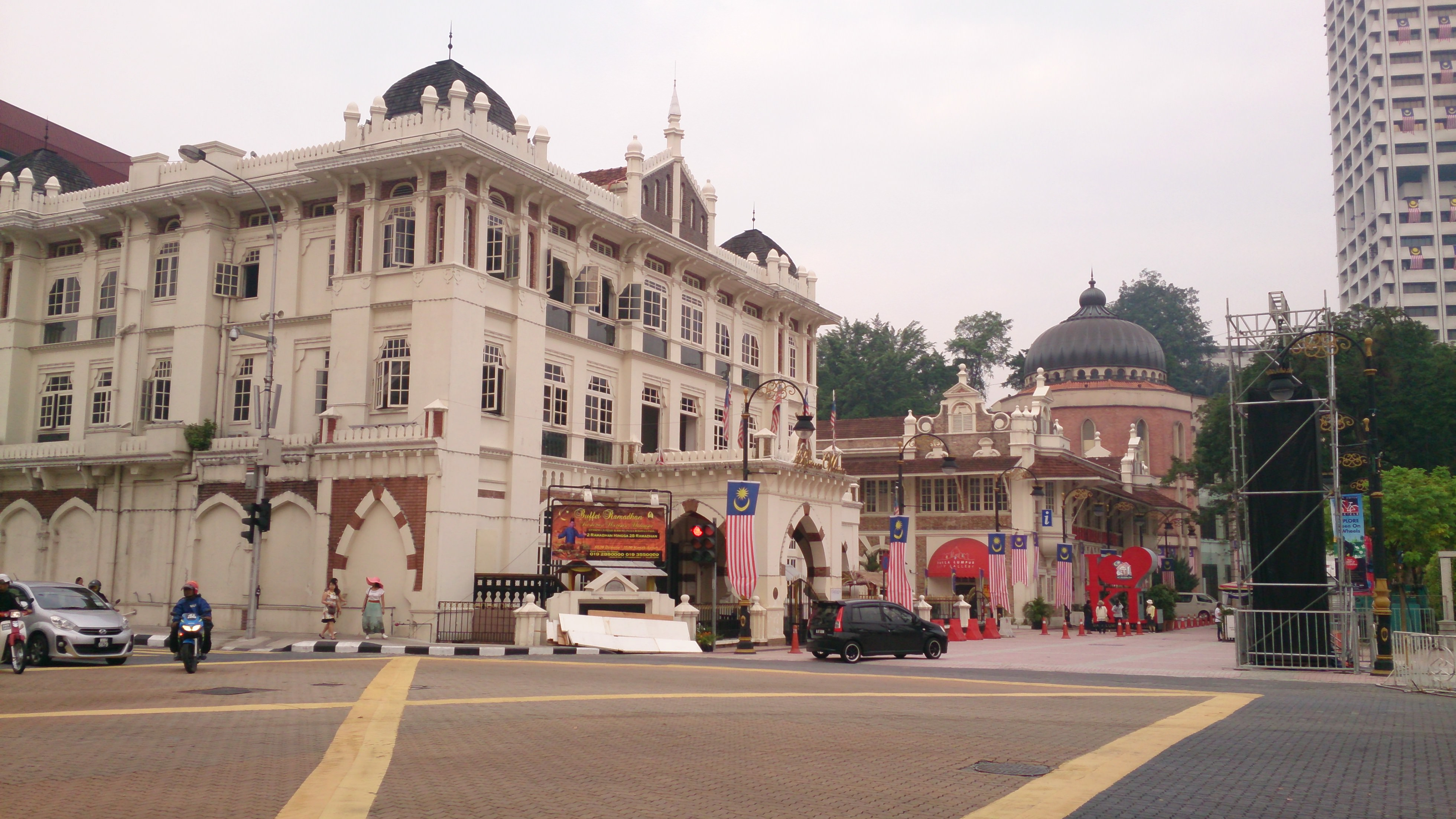 ムルデカスクエア(独立広場)周辺の見所