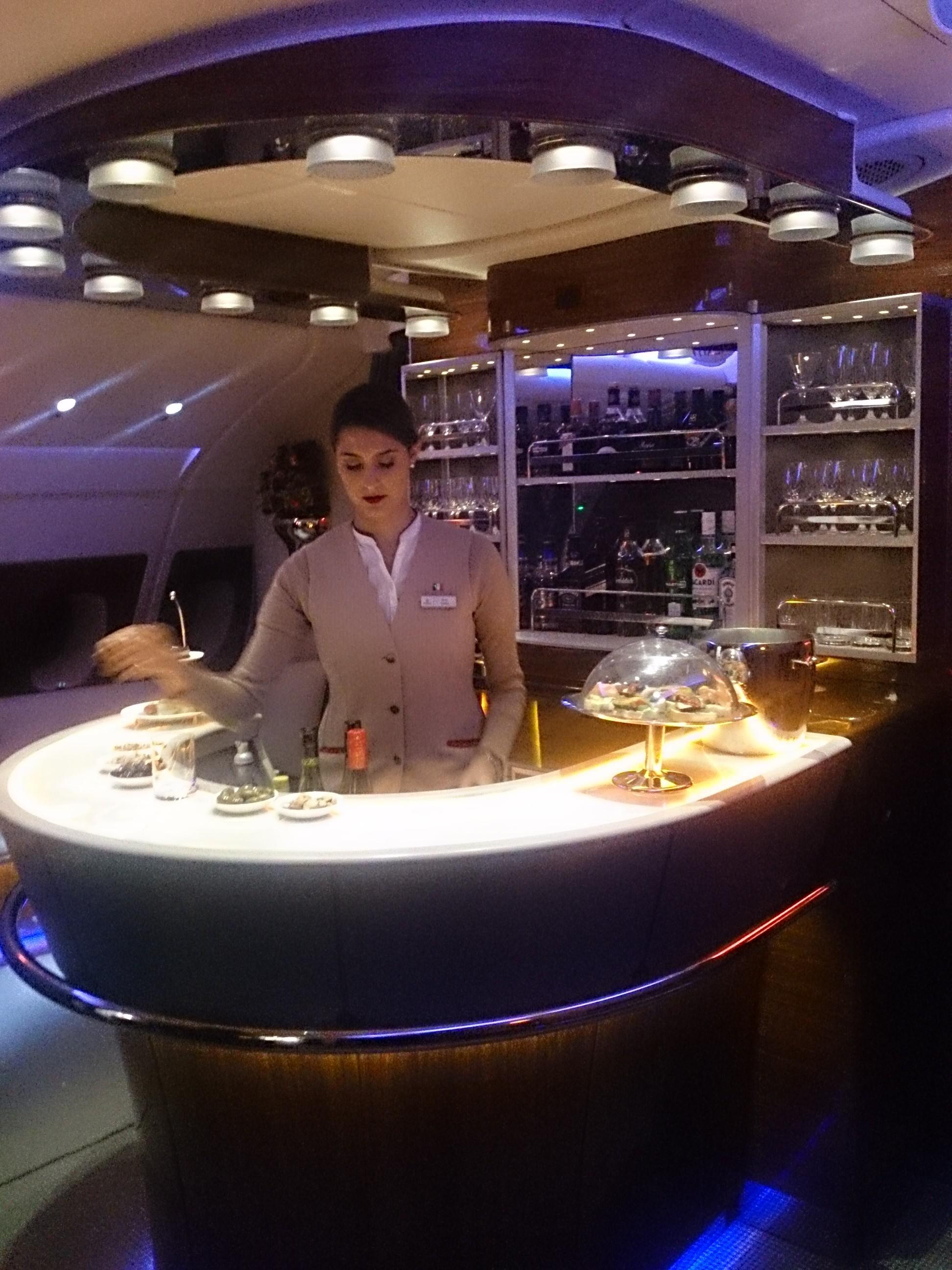 エミレーツA380 ビジネスクラス搭乗記 EK385香港―バンコク