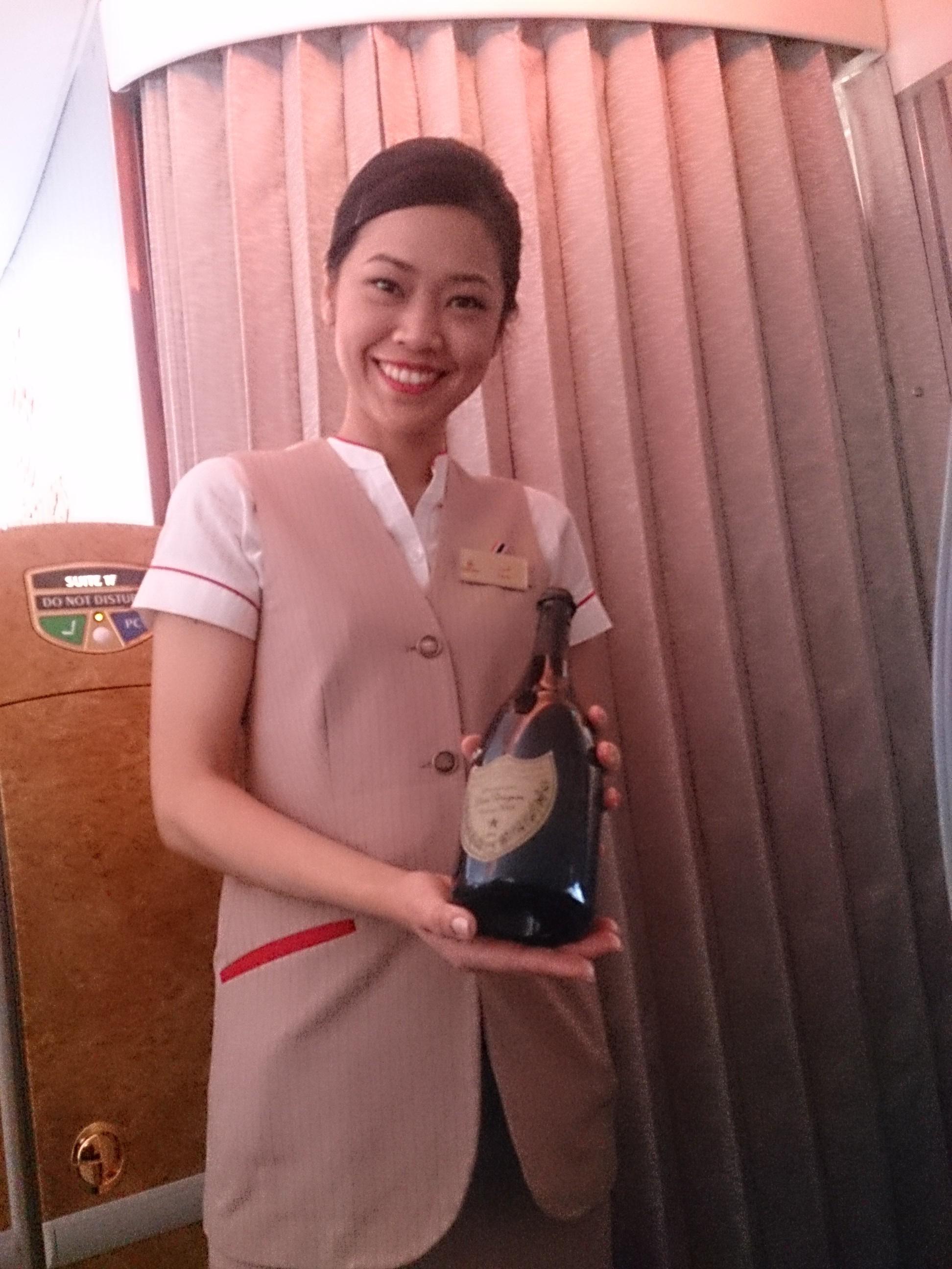 エミレーツA380ファーストクラス搭乗記 EK384 バンコクー香港