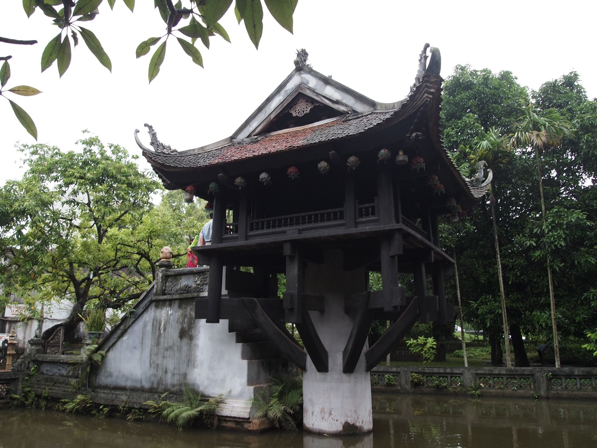 ベトナムの象徴であるホーチミン廟と一柱寺