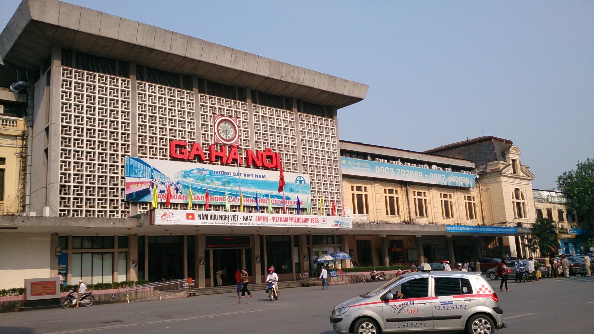 ルネッサンス+ソビエト風建築のハノイ鉄道駅