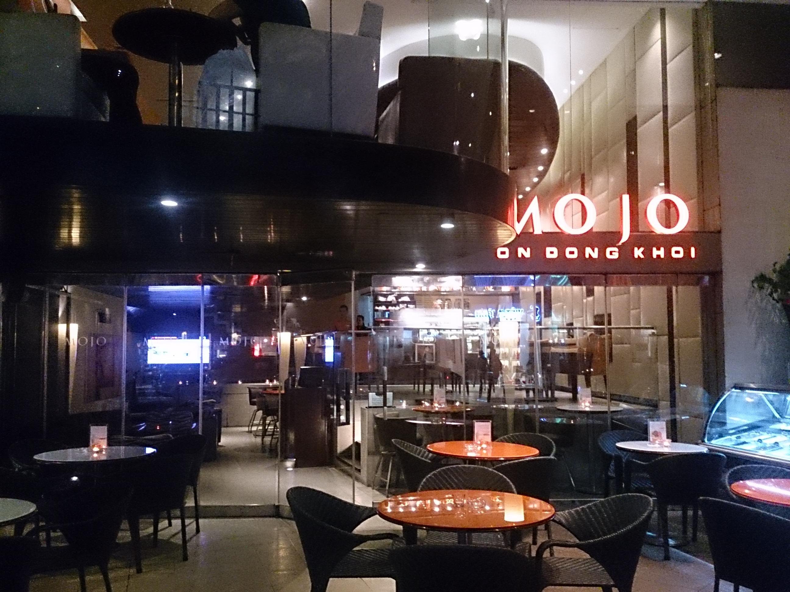 MOJO ドンコイ通りに面したお洒落カフェ/バー