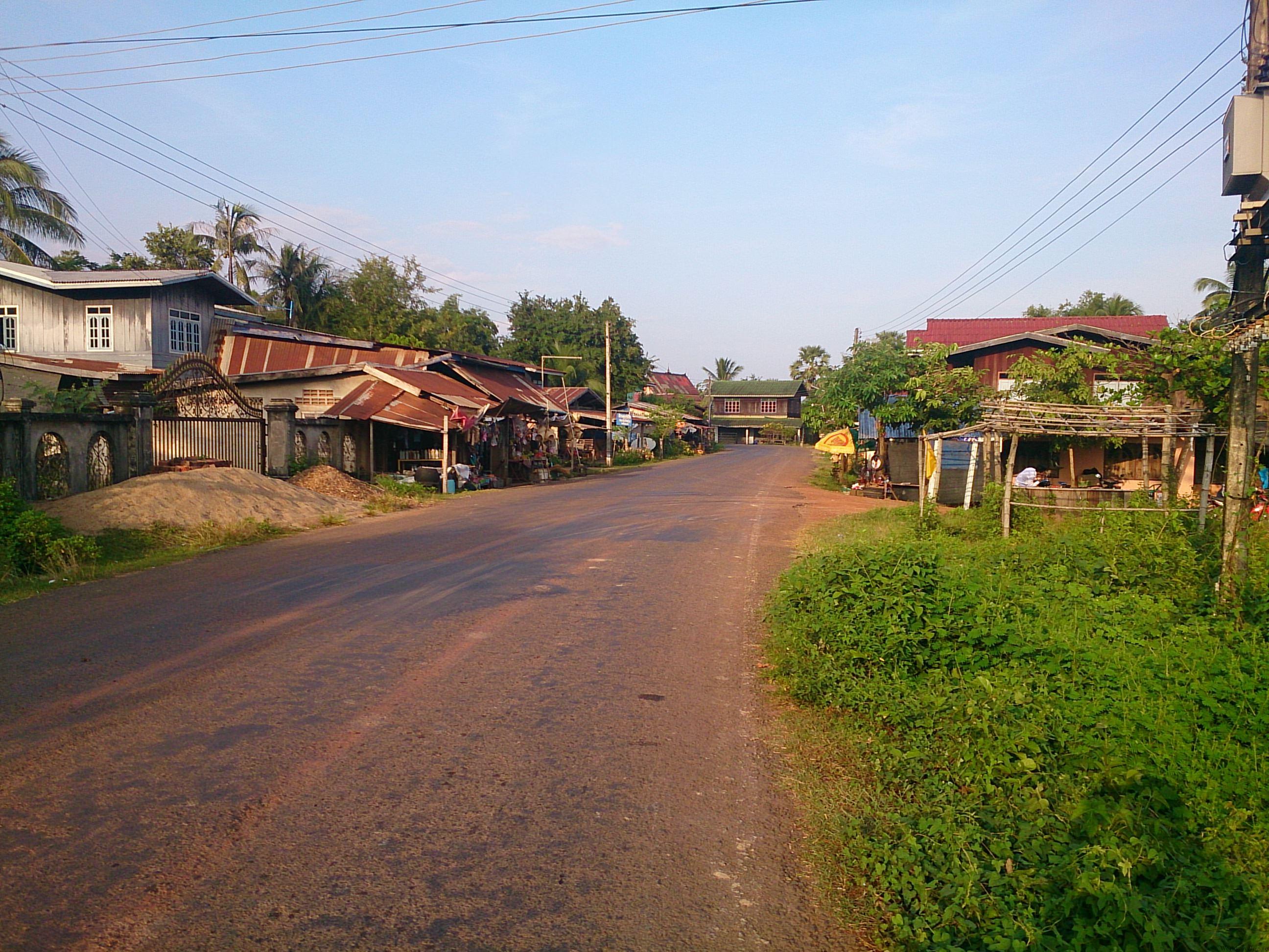 古都チャンパーサックの長閑な街並み