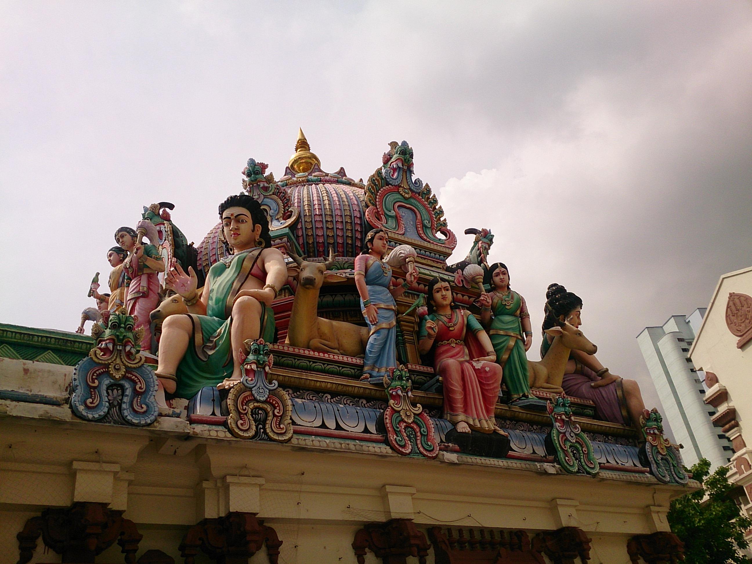 チャイナタウンのど真ん中に建つヒンドゥー寺院 スリ・マリアマン寺院