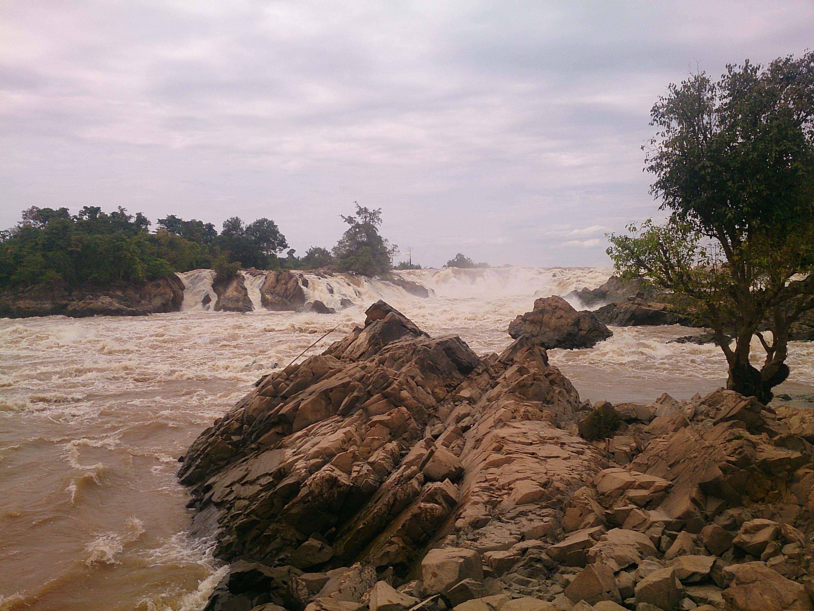 メコン川最大の滝 コーンパペンの滝