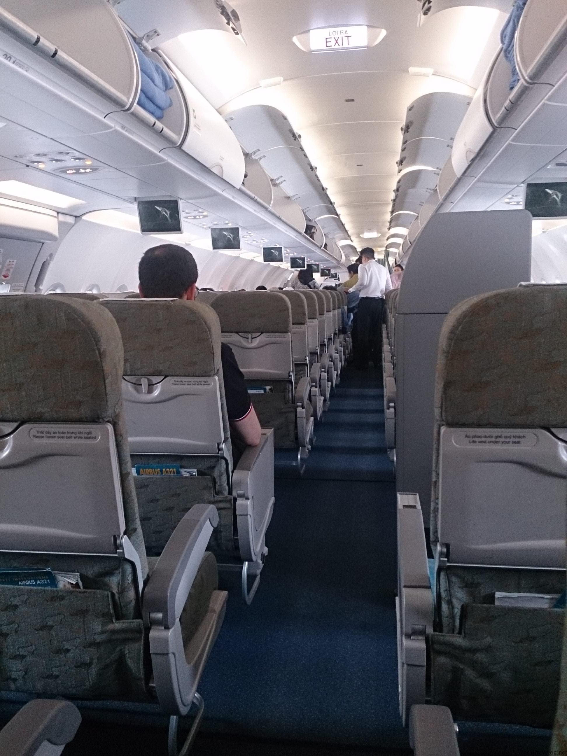 ベトナム航空のエコノミークラスでハノイへと移動
