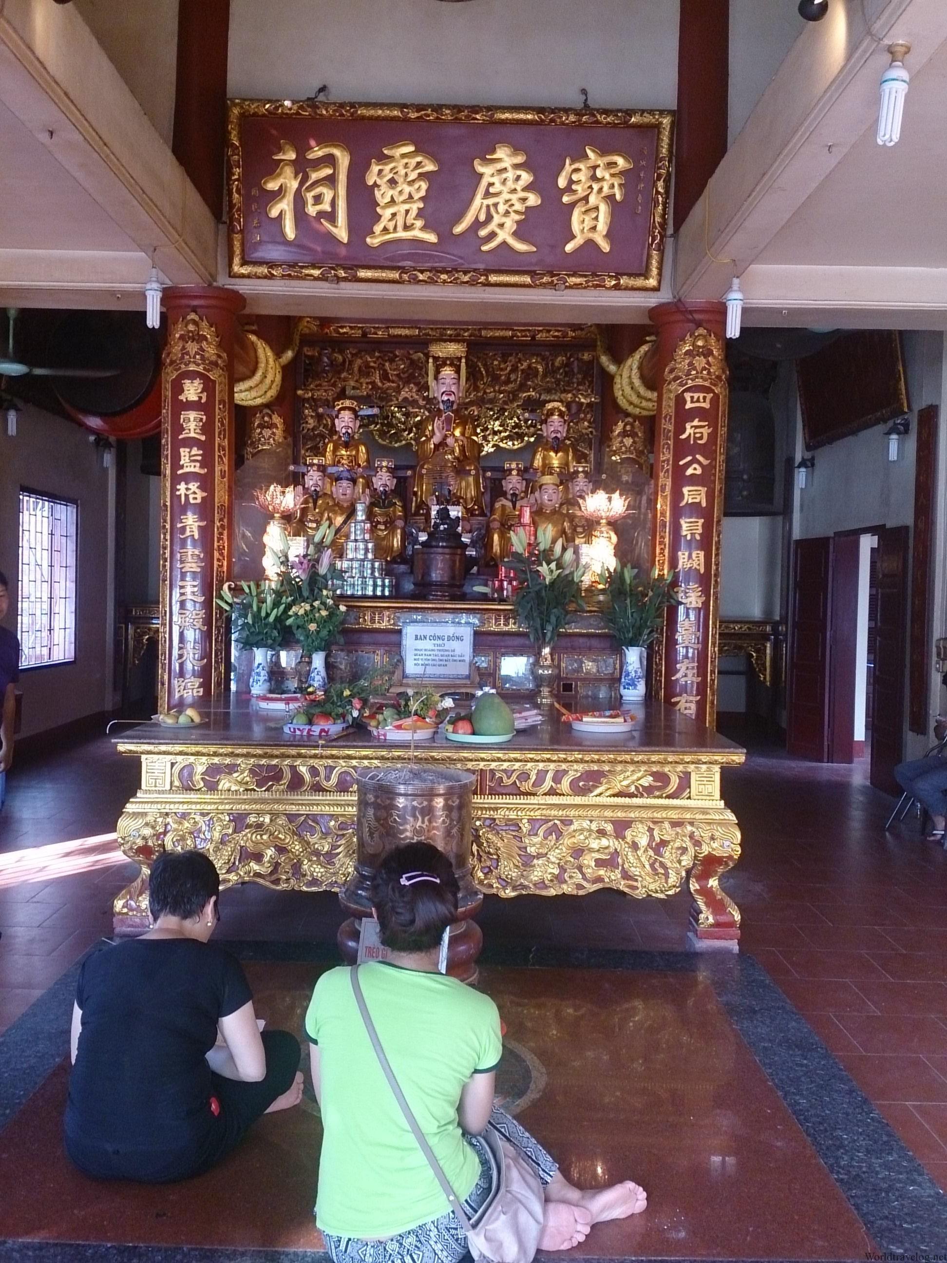 タイ湖の畔に静かに佇むベトナム土着信仰の三大聖地・西湖府