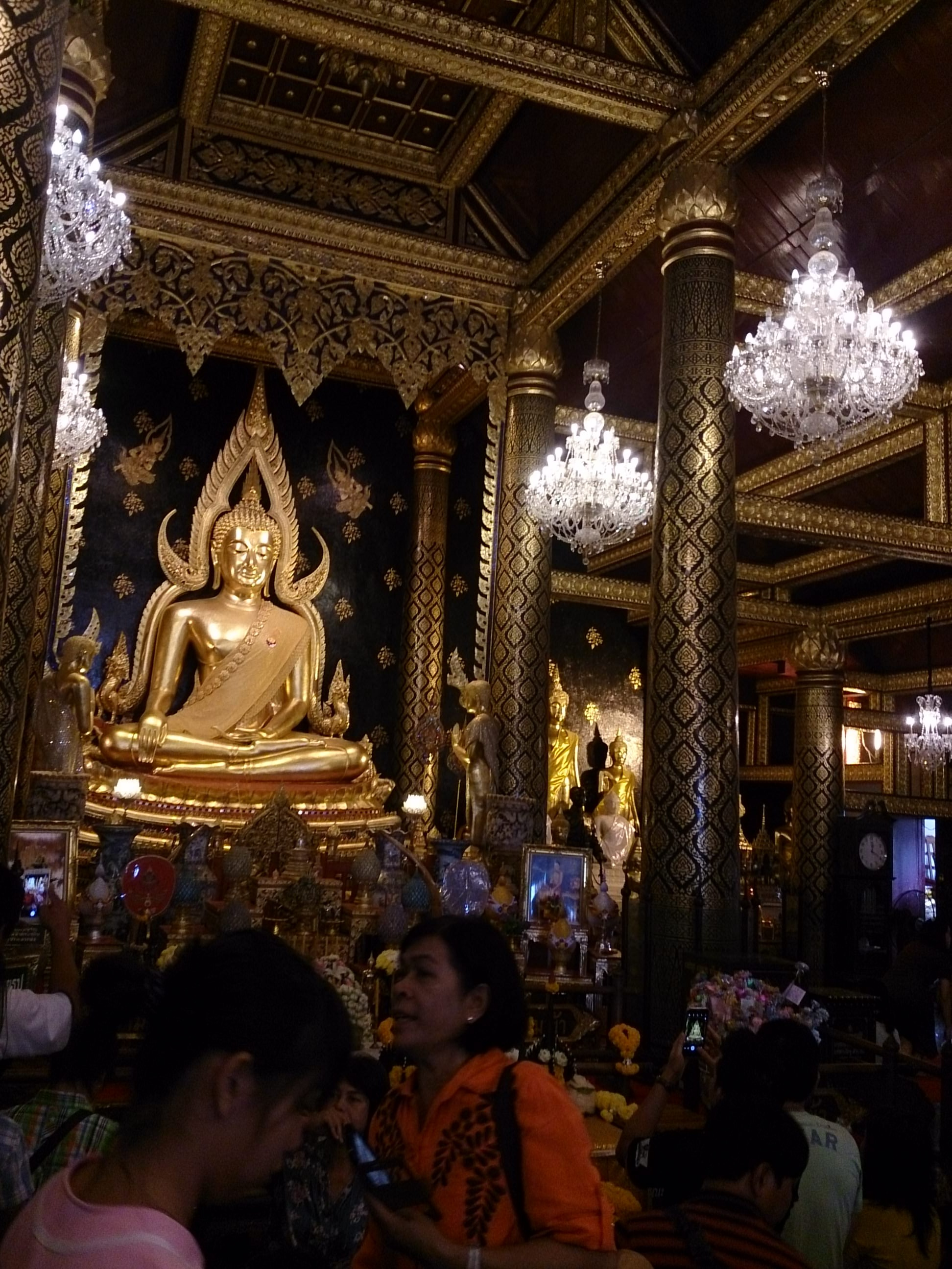 タイで一番美しい仏像が祀られるワット・プラ・シー・ラタナー・マハータート