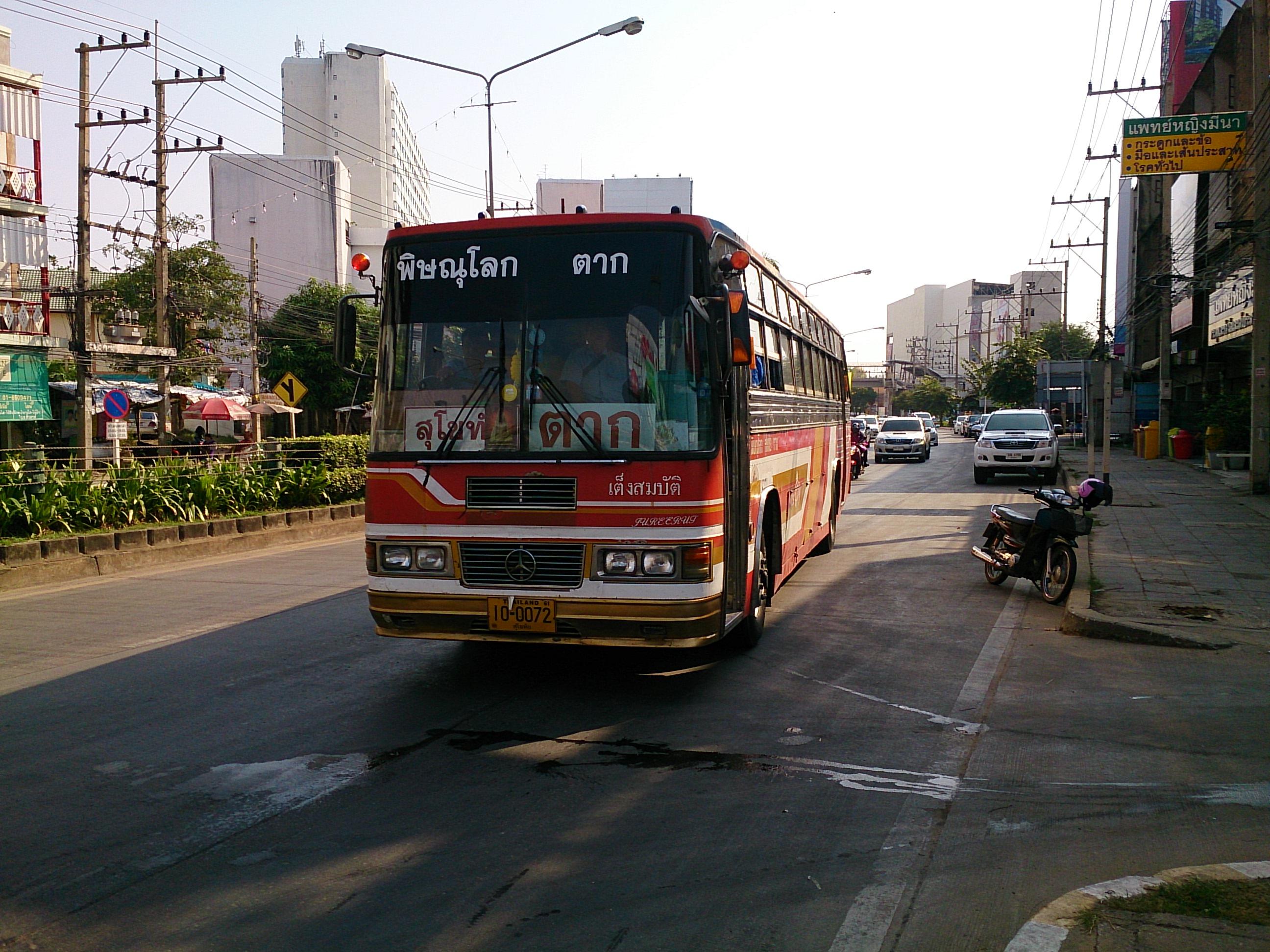ピサヌロークからバスでスコータイへ