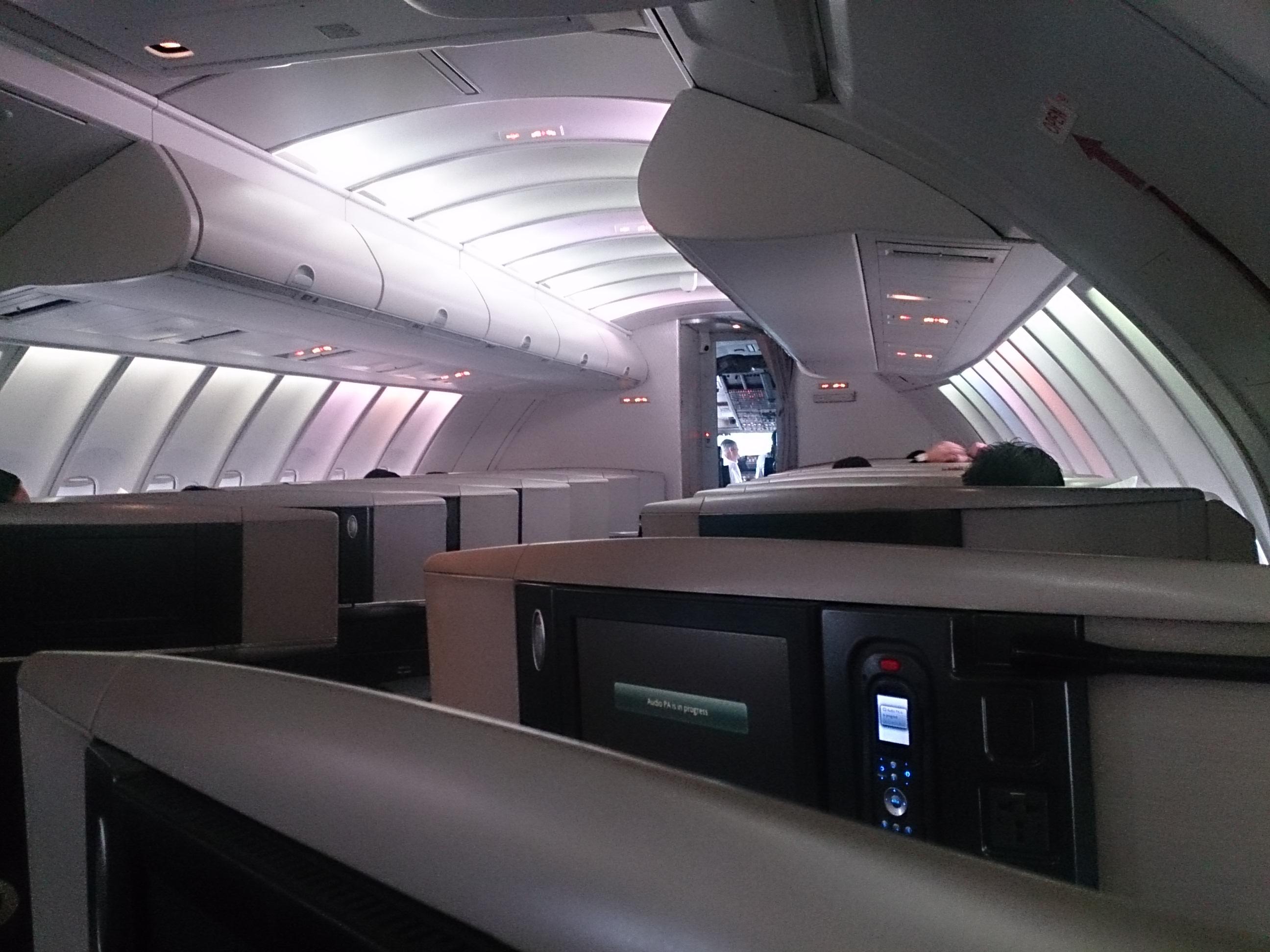 久しぶりのジャンボのアッパー B747-400(B74K)CX543 羽田ー香港
