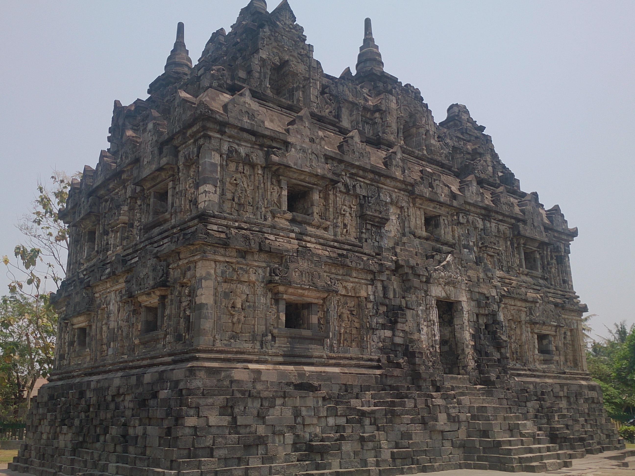 プランバナンだけじゃないジャワヒンドゥーの建築美 サリ寺院・カラサン寺院