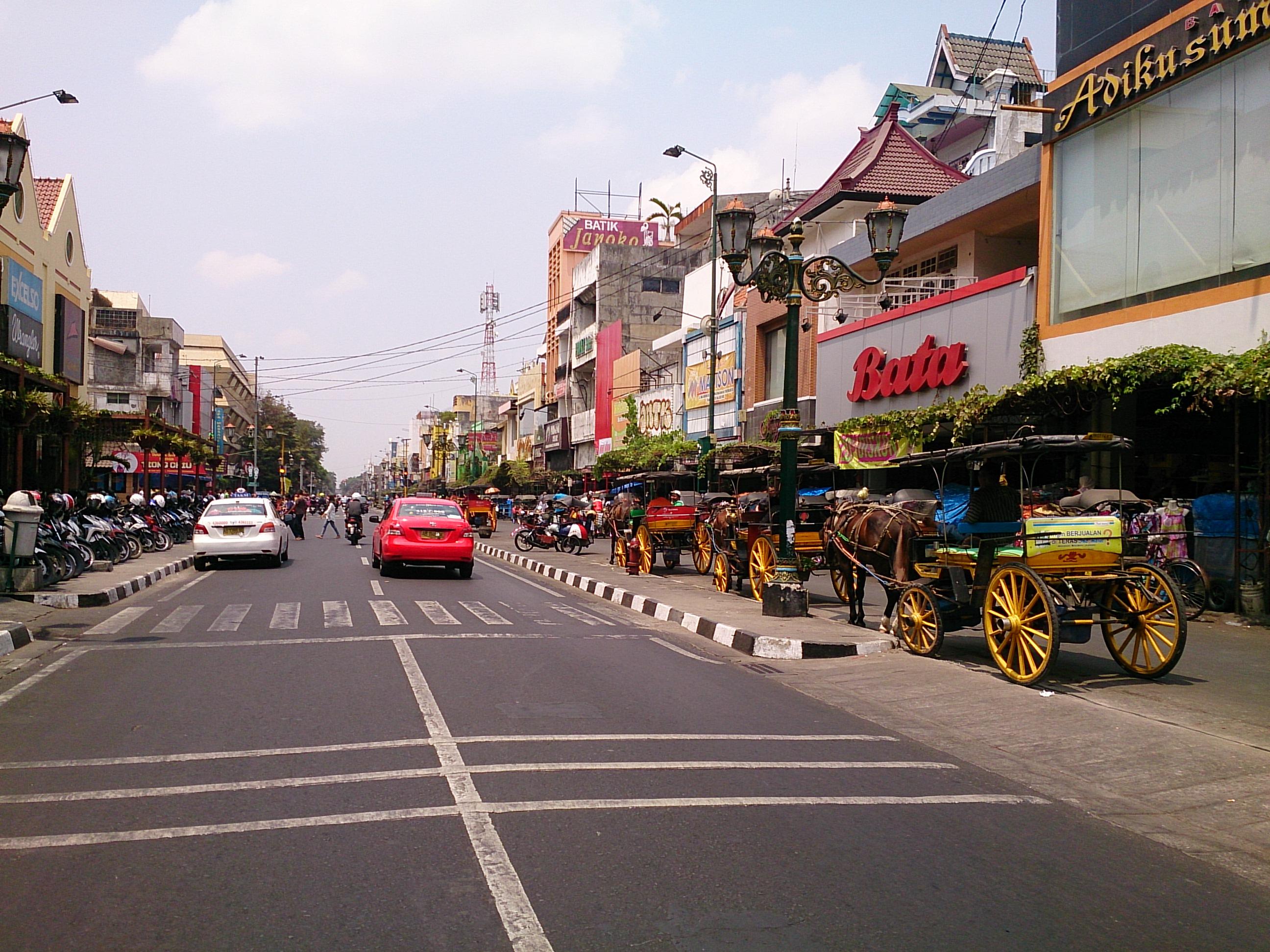 マリオボロ通りとジョグジャカルタ一の人気土産物店・ミロタ
