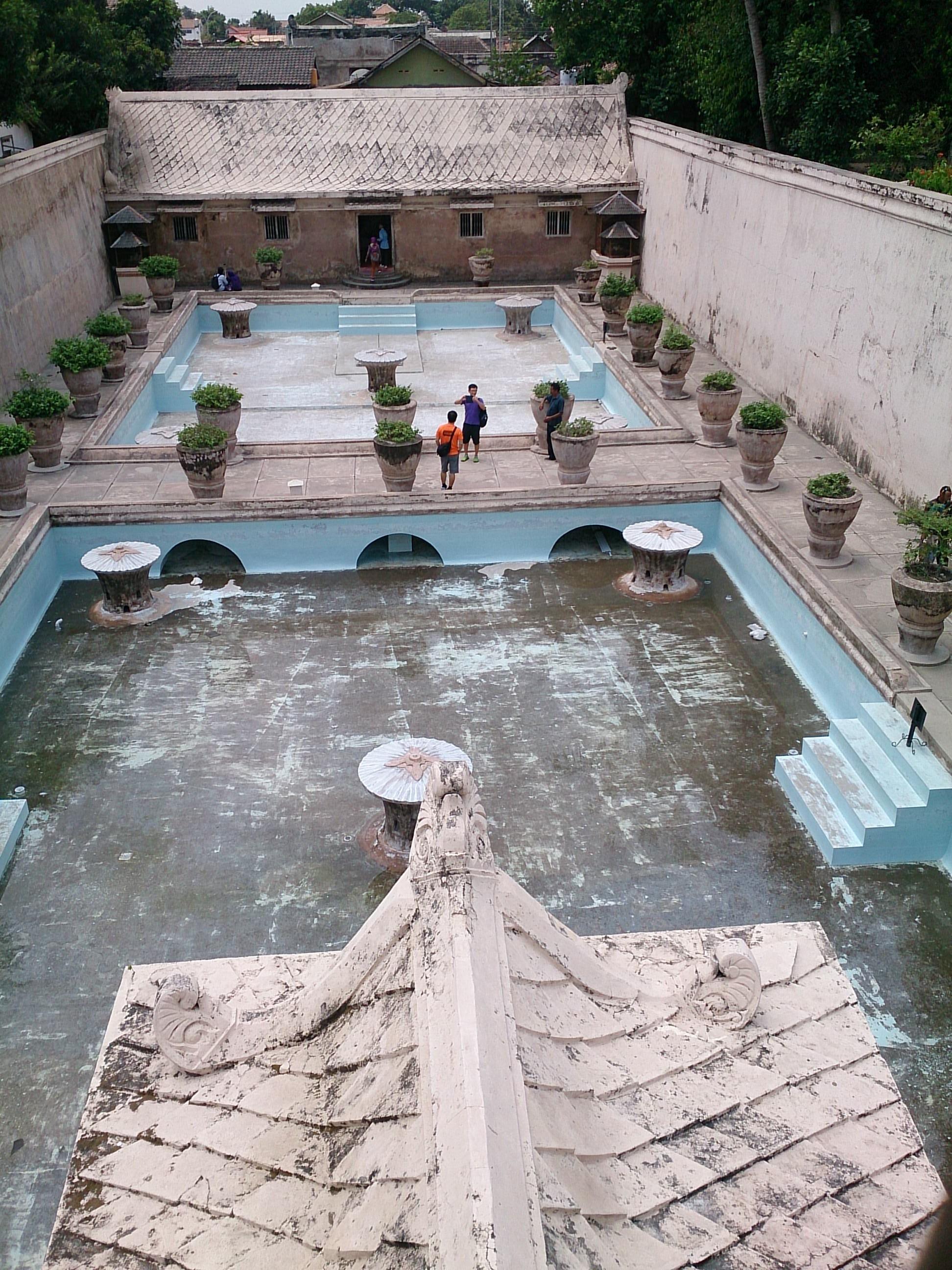 歴代スルタンの夜のお楽しみ…水の離宮・タマンサリ