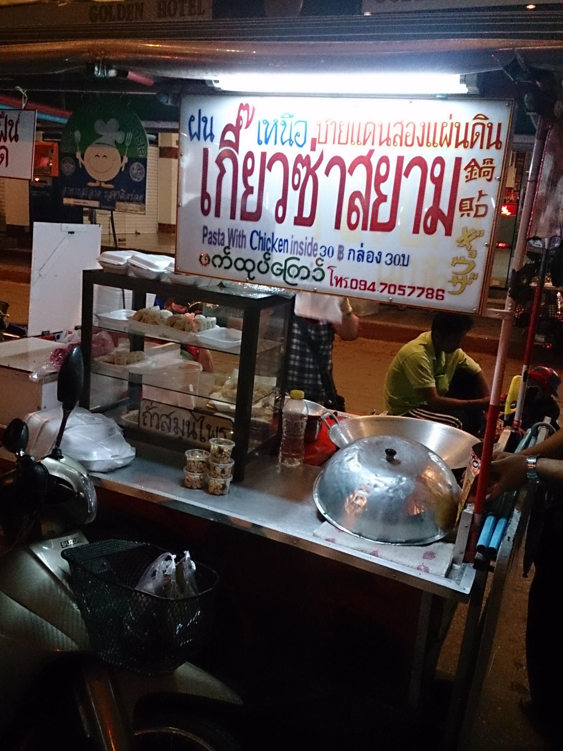 ミャンマーとの国境の町メーサイで一泊することに