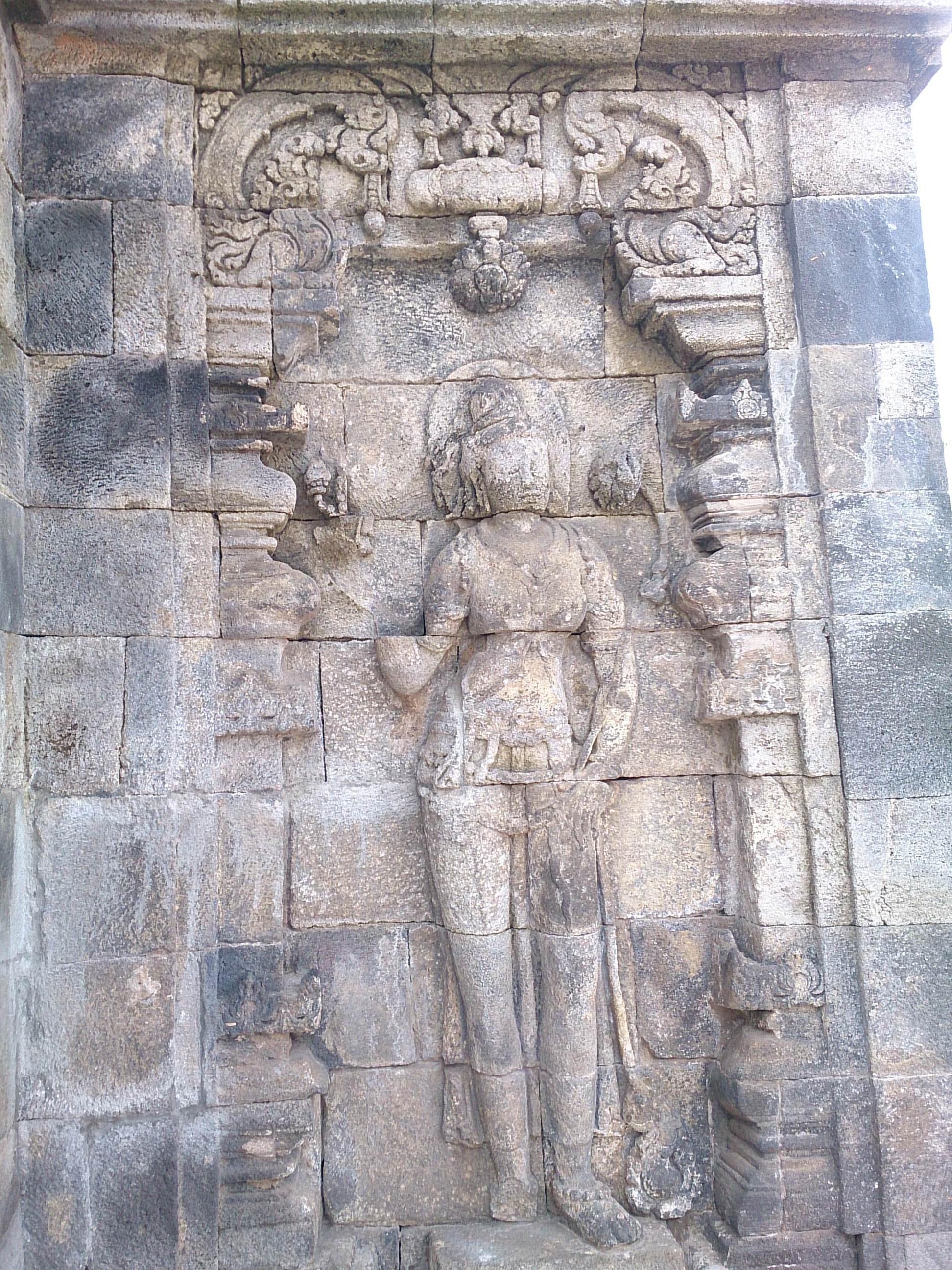 ボロブドゥールの先駆的作品・パオン寺院