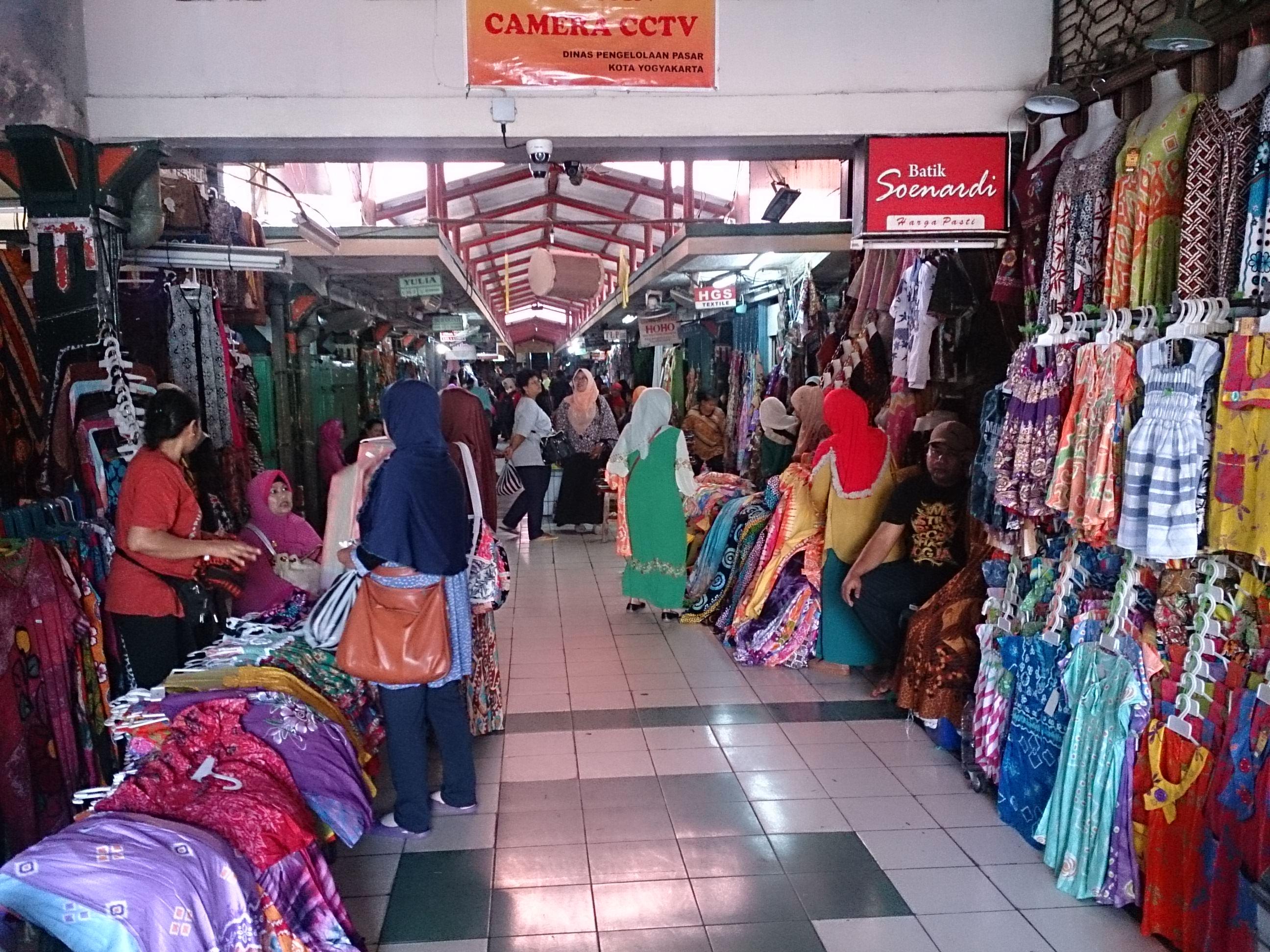 ブリンハルジョ市場とパク・アラマン王宮