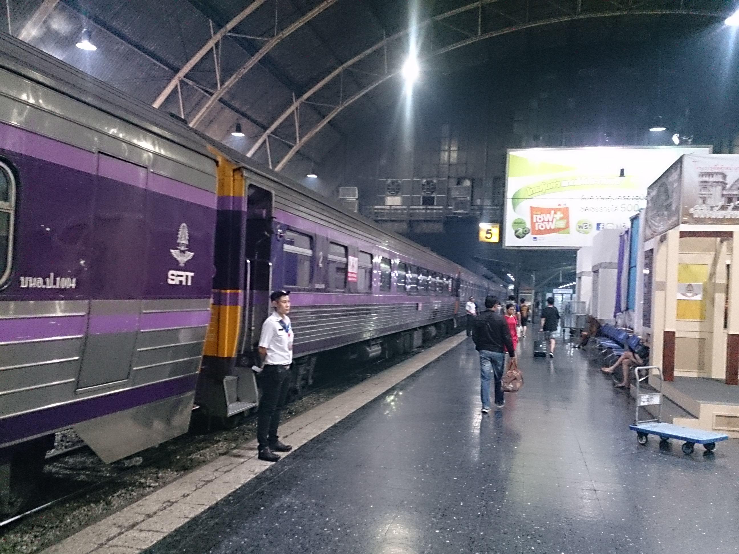 寝台列車69号でバンコクからコンケンへ