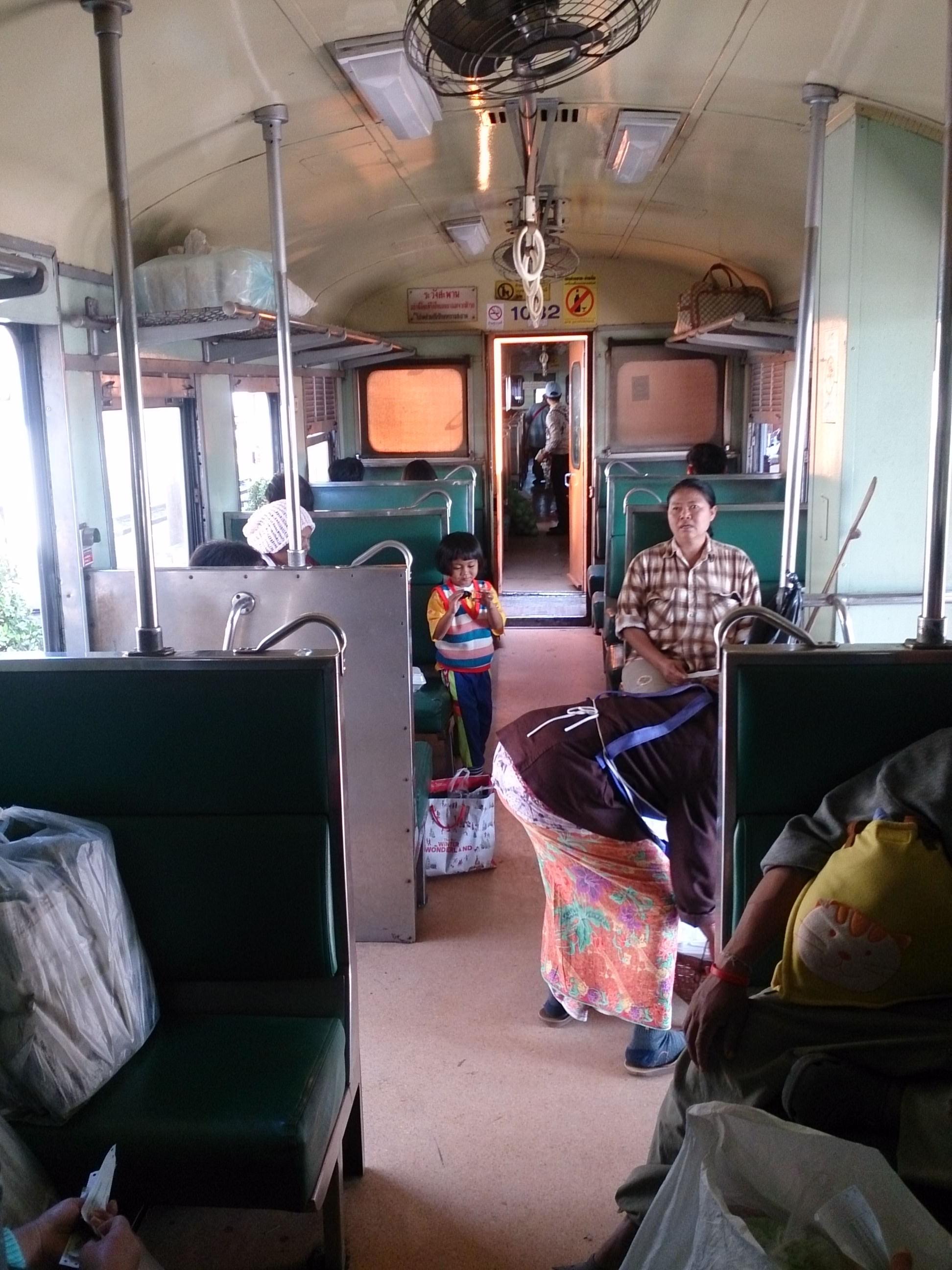 タイ国鉄でコンケンからウドンタニへ