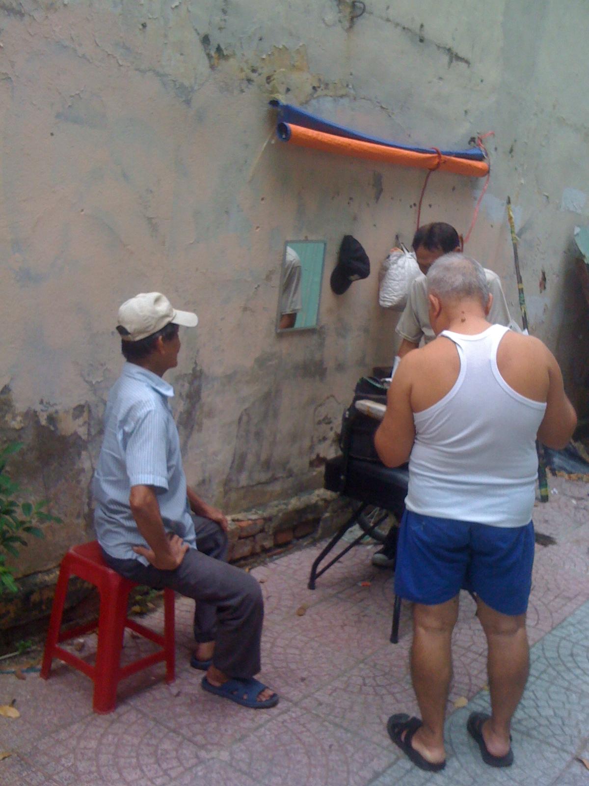 ベトナムの青空散髪屋
