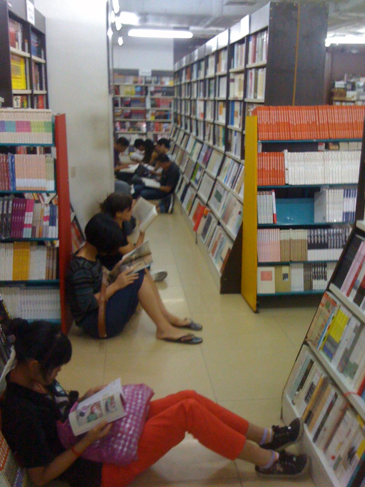 中国の書店!!!~立ち読みならぬ座り読み~