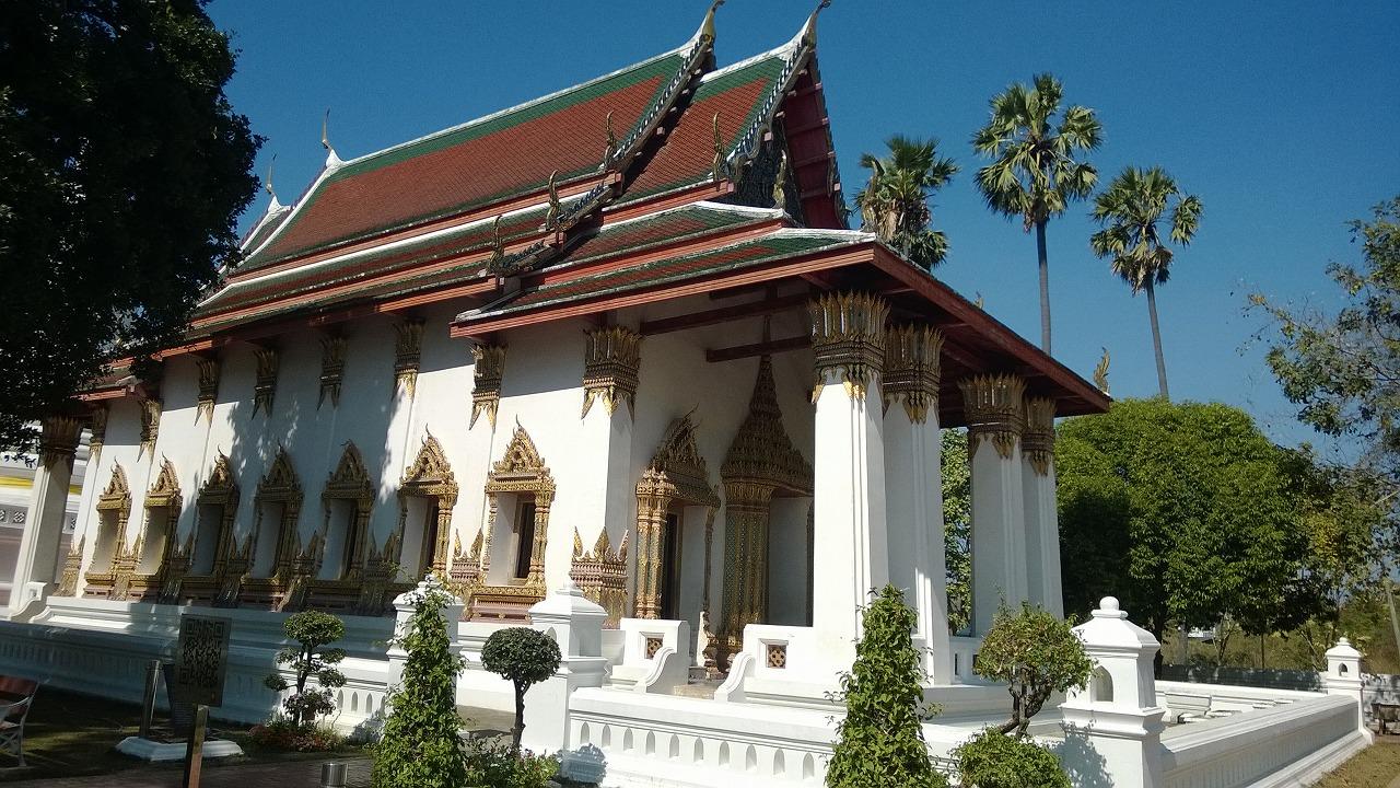 地元の寺院で無の境地へ!ワット・スワン・ダーラーラーム