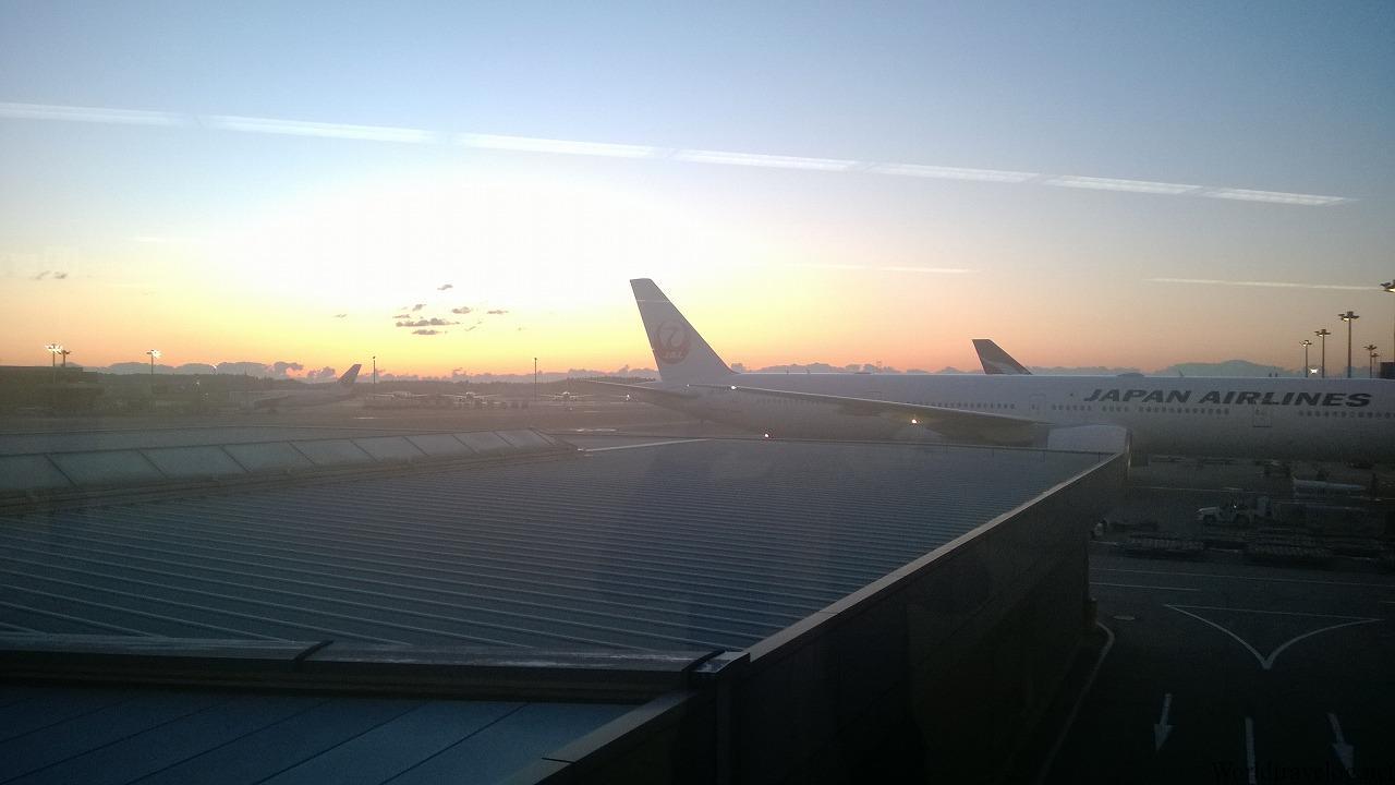 着きごこち、さわやか! 深夜便CX524で日本へ帰還