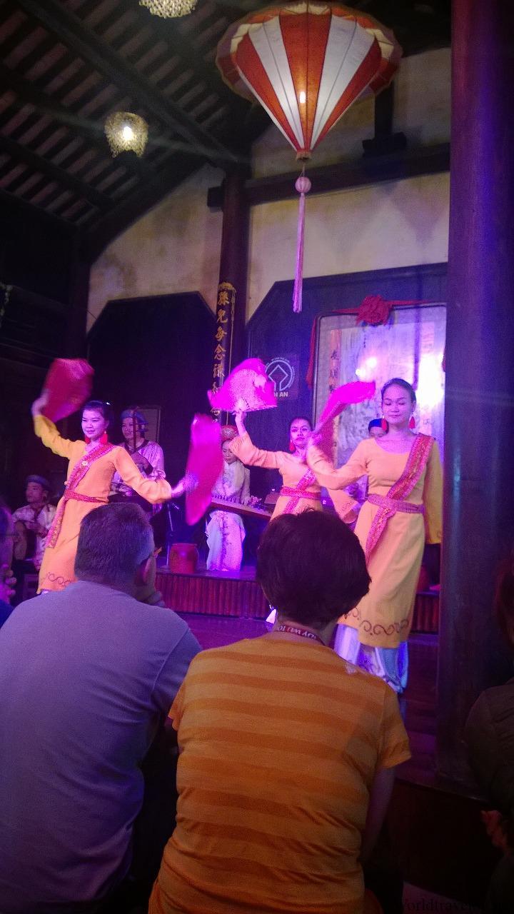 ホイアンで鑑賞するベトナムの民族音楽と伝統舞踊