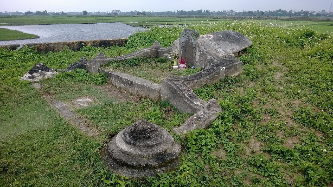 450年前の日本人商人のお墓(谷弥次郎兵衛、蕃二郎)