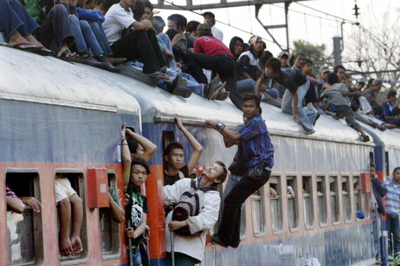 story-indonesia-train-roof-good-115230